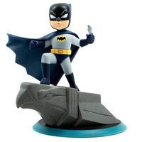 Q-Pop Batman Figure: In this Batman Q-Pop figure, the Dark Knight is posed keenly surveying his city for suspicious activity from a…