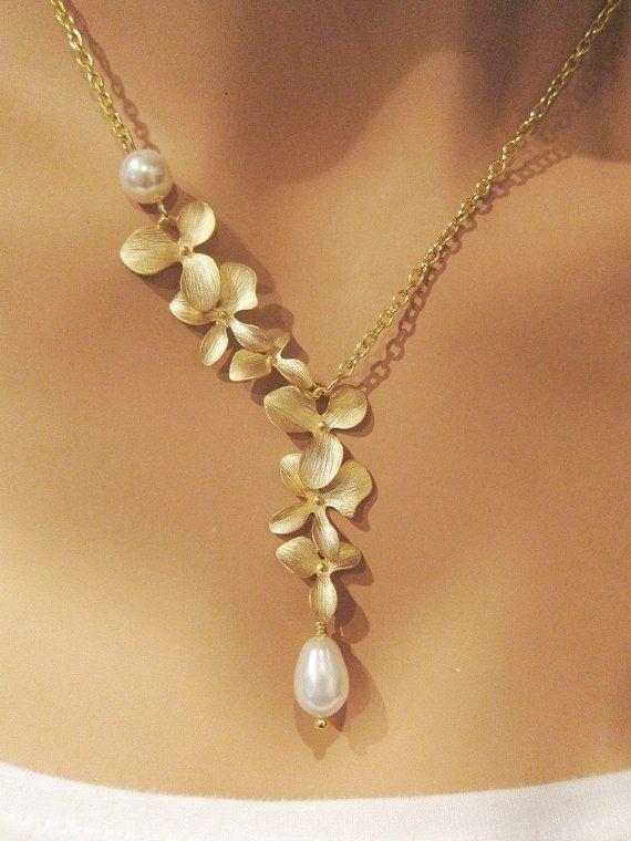 Delicate Gold Orchid und Swarovski Pearl Necklace.
