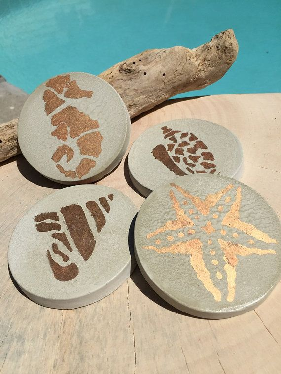 Ähnliche Artikel wie Round Concrete Coasters | Sea Life Series | Nautical | Table Decor | Gold Motifs| Gift for Her and Him| For Beach lovers or enjoy yourself auf Etsy