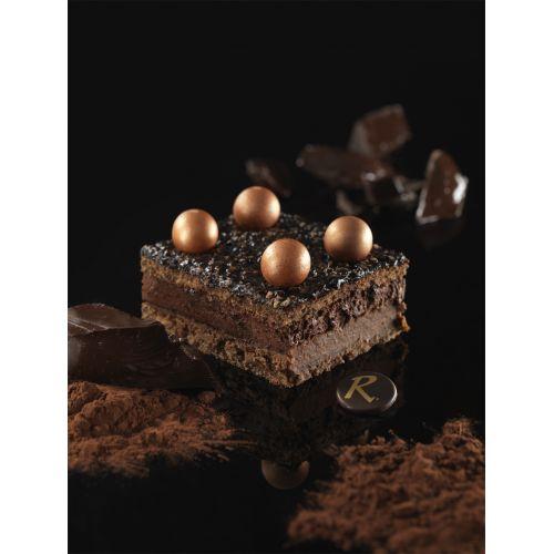 Gâteau Bingo Chocolat La Romainville : Bavaroise chocolat, ganache à la noisette et génoise chocolat.