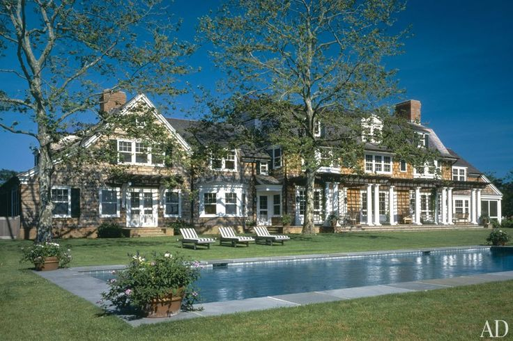 An east hampton colonial revival residence by robert am