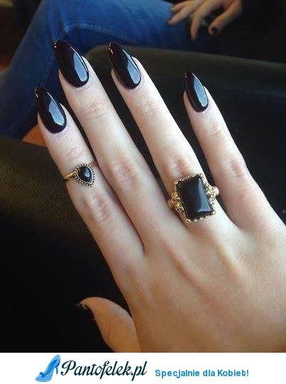 Czarne długie paznokcie