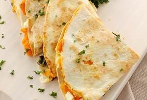 caramelized peach and brie quesadilla.Food, Honey Recipe, Eating, Carmel Peaches, Yummy, Chris Santo, Appetizers, Caramel Peaches, Brie Quesadillas