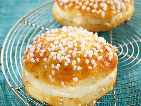 Gourmand magazine vous propose une recette facile pour faire des petites tropéziennes. Un dessert délicieux pour toute la famille.