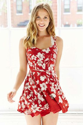 Canada Day Outift Ideas: Red And White Clothing Items That Are Actually Cute