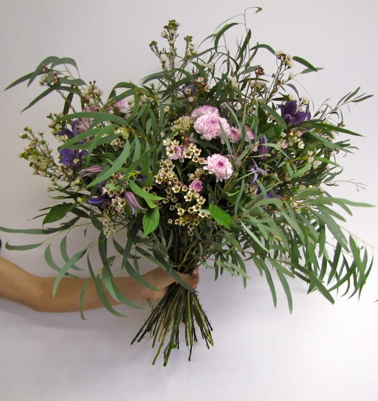Clematis, Chrysanthemum, Chamelaucium and Eucalyptus, a bouquet with a lot of movement!