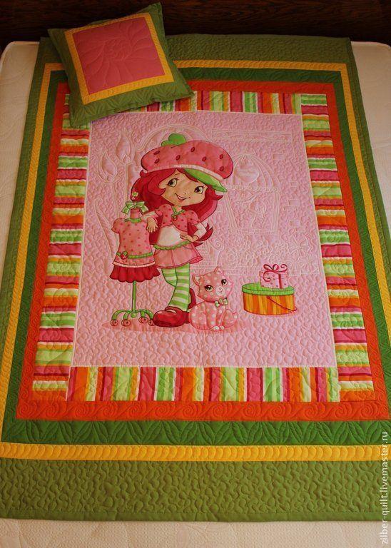 """Купить Детский комплект """"Клубничка-2"""", пэчворк - детское лоскутное одеяло, лоскутное покрывало"""