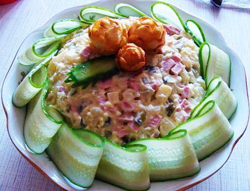 Pretty cucumber garnish for any molded salad (ham salad or egg salad would look nice)
