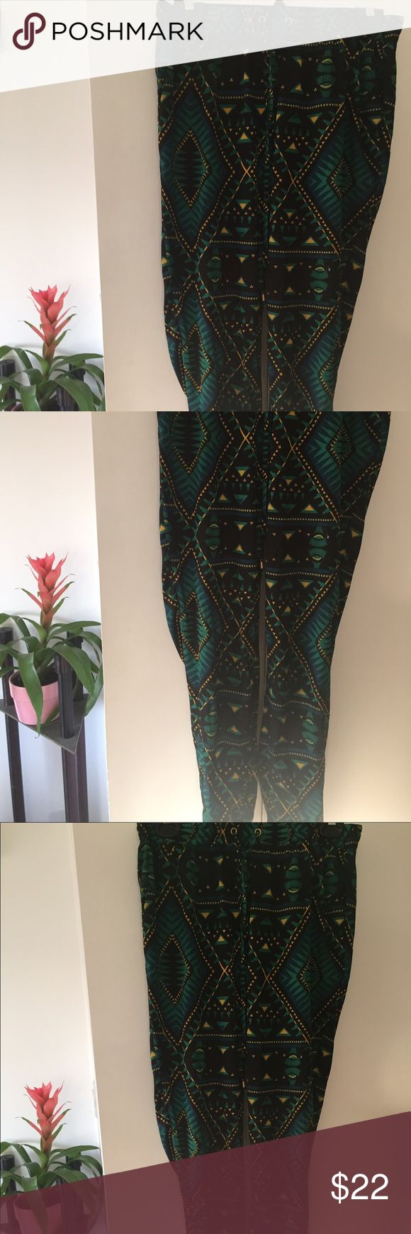Tribal print pants 💛 Turquoise, green, yellow tribal print pants. Loose fit, tightens at ankle. Flattering fit, super comfy and cute! Your new favorite pair! 🌴 OR BEST OFFER 🌴 Stradivarius Pants