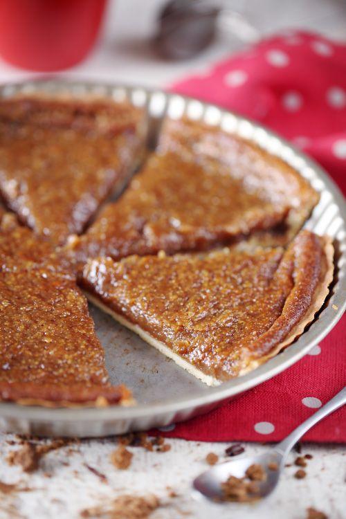 La tarte au sucre du Québec est vraiment différente de cette tarte au sucre du Nord. Déjà, elle se présente sous la forme d'une tarte avec une pâte. Une pâ