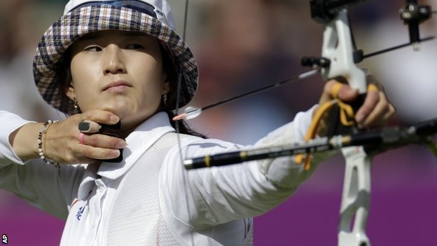 South Korea's Ki Bo Bae took women's individual archery gold in a dramatic shoot-out against Mexico's Aida Roman.