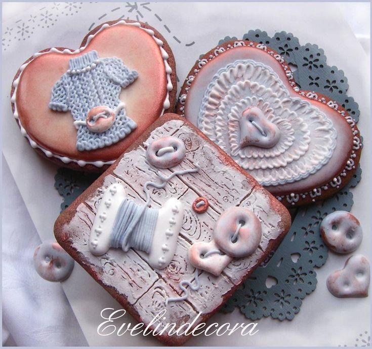 Tricot Valentine's Day cookies By Evelindecora http://blog.giallozafferano.it/evelindecora/