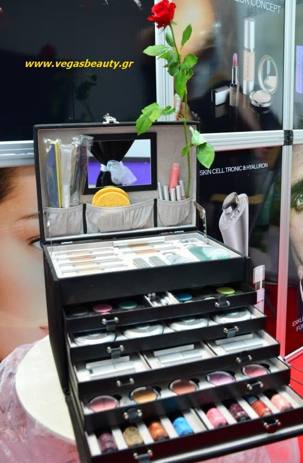 H επαγγελματική βαλίτσα μακιγιάζ απο την Vegas σε καταπληκτική μοναδική τιμή. Οποιος-α ενδιαφέρεται ας μου στείλει μύνημα .. http://www.healthwithaloe.gr/eshop/vegas-color-conept/