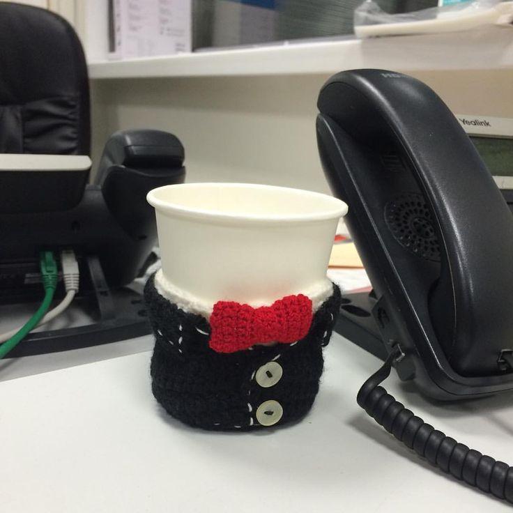 Gift idea for men. Handmade. Crochet /  Как вам такой вариант полезного подарочка для мужчины? Вязаный подстаканник.