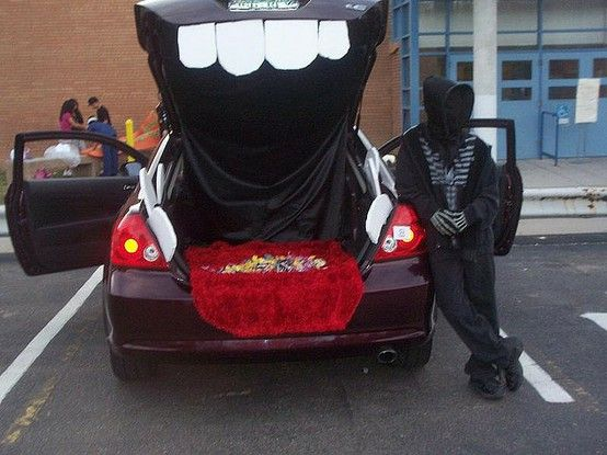 10 days of thrifty halloween ideas day 10 trunk or treat decorating ideas - Halloween Decorated Cars