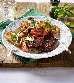 Das Rezept für Minutensteaks mit Tomaten-Brot-Salat und weitere kostenlose Rezepte auf LECKER.de