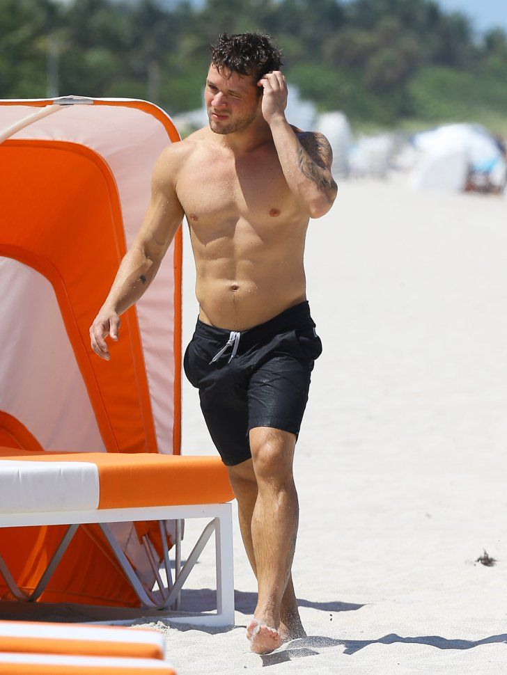 Pin for Later: Ryan Phillippe Packs On the Poolside PDA With Paulina