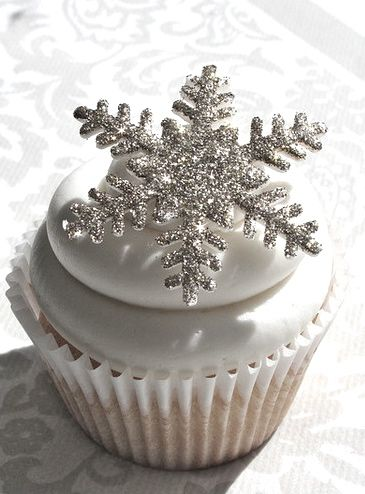 Snowflake Cakes and Cupcakes are Wonderful Winter Treats
