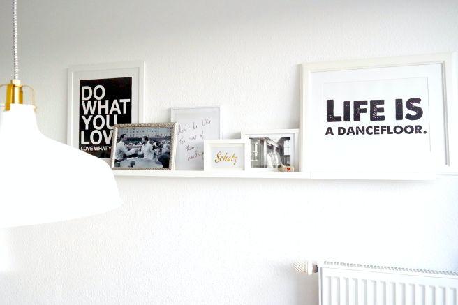 collage-wand-gestaltung-wohnzimmer-bilderleiste-ikea-rahmen-depot-bilder-sprc3bcche-fotos-schwarz-weic39f-interieur-blog-lifestyle-lampe-weic39f-ikea.jpg (656×437)
