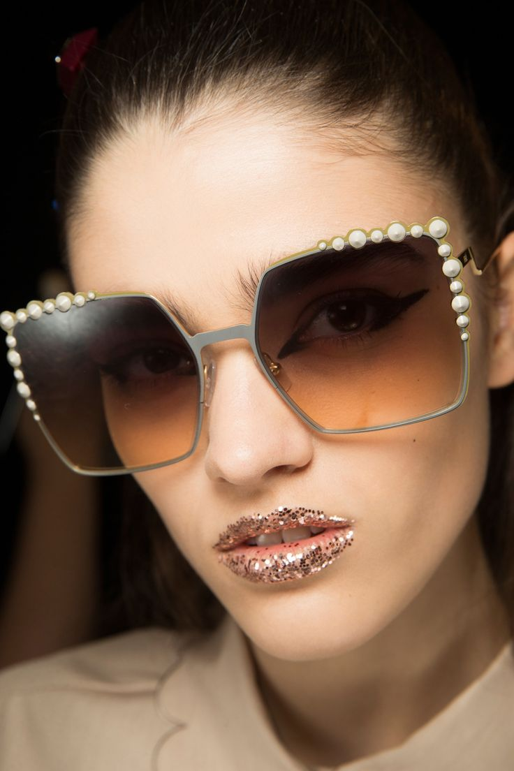 Fendi Spring 2017 Ready-to-Wear Beauty Photos - Vogue