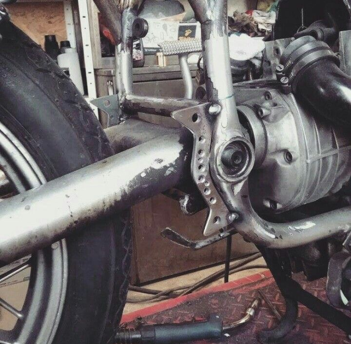 "Detail BMW R100 ""BLACK DIAMOND"" #caferacer #caferacergram #bmw #blackdiamond #motorbiker #moto #motorbike #motor #motorcycle #ilovemyjob #builder #garagelife #rebuilding #motorka #motorkari #r100 #instagood #instapict #blue #new #boy #brno #czechboy #cap #outside #street #wheel #rider"