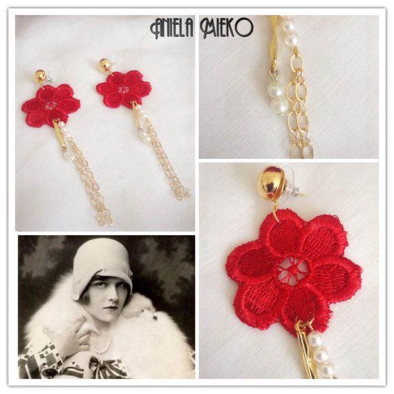 Red lace flower earrings  Lace pendant earrings  by AnielaMieko  #vintageearrings #bijouxvintagemtl #bijouxvintage #mtlmode #mtlfashion #montrealdesigner #montrealjewelry #bijouxfaitauquébec #laceearrings #lacejewelry #redlace #guipure #roaringjewelry #bijouxannées20