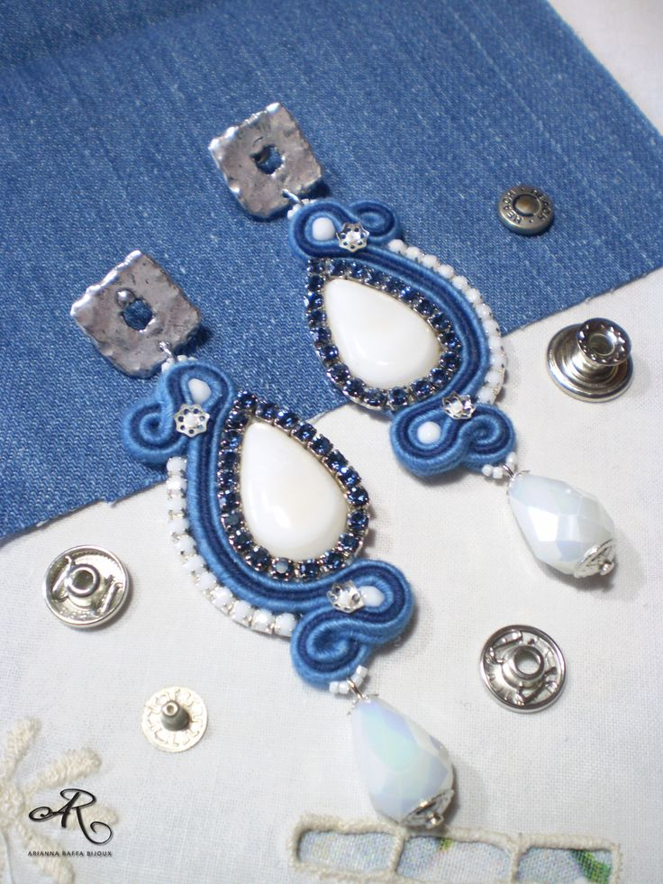"""Orecchini soutache effetto """"jeans"""" con strass, realizzati con le piattine denim...da indossare sia con abbigliamento casual che elegante"""