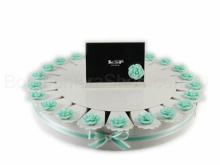 Torta bomboniera 22 fette con boccioli di rosa colore Tiffany