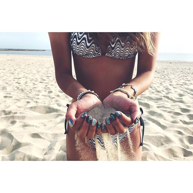🏝🌞🌺🍍 . . new nail 💅🏾💙🖤 . 久々のショートネイル✨ 生活しやすい〜💓(笑) . 内海の砂さらさら〜🏖🐚 . . #内海 #内海海水浴場 #砂浜 #海 #夏 #海水浴 #海ドライブ #南知多 #愛知 #ビキニ #小麦肌 #bikini #beach #beachgirl #summer #summertime #ネイル #夏ネイル #セルフネイル #ターコイズネイル #エスニックネイル #ネイル #ネイルデザイン #ブルーネイル #黒ネイル #ブラックネイル #ショートネイル #likeforlike #like4like #l4like #l4l