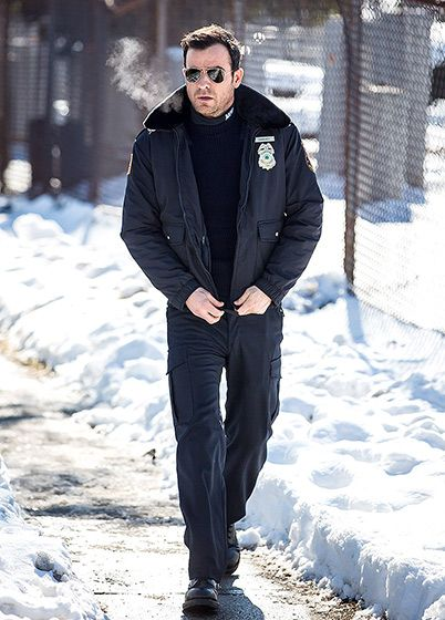 Who doesn't love a man in uniform? Justin Theroux suits up in a cop uniform filming The Leftovers in NYC on Feb. 11