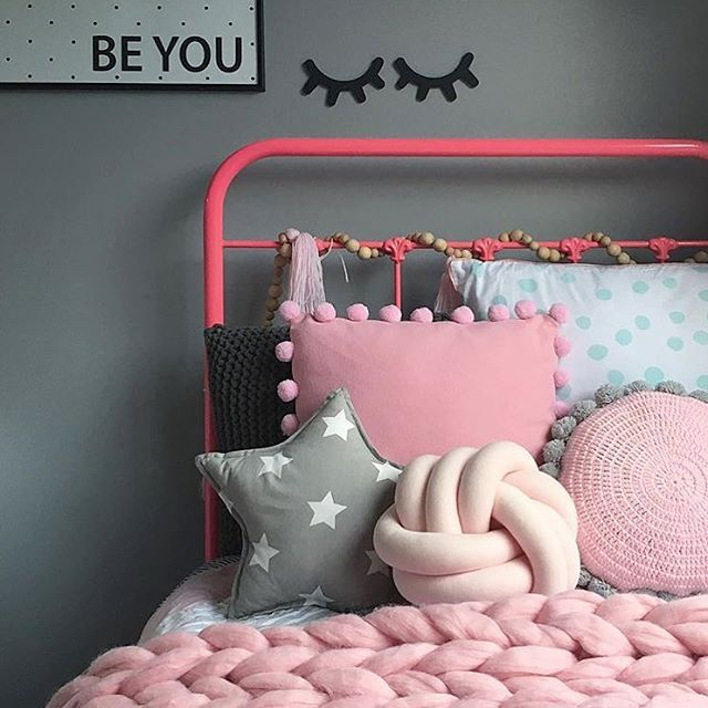 Cute! Pink iron bed. New merino wool blankets