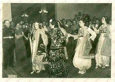 1940 TIRANA (ALBANIA) Ballerine in costume tradizionale per matrimonio *Foto