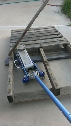 How to Dismantle a Pallet Without a Saw.