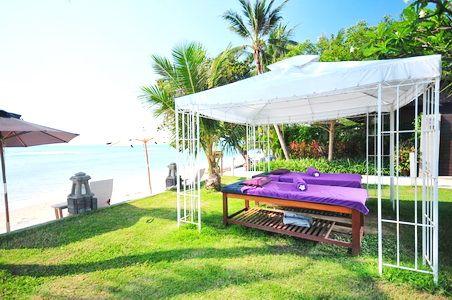 Outdoor massage at Fenix Beach Resort Samui - hoteltrip.com
