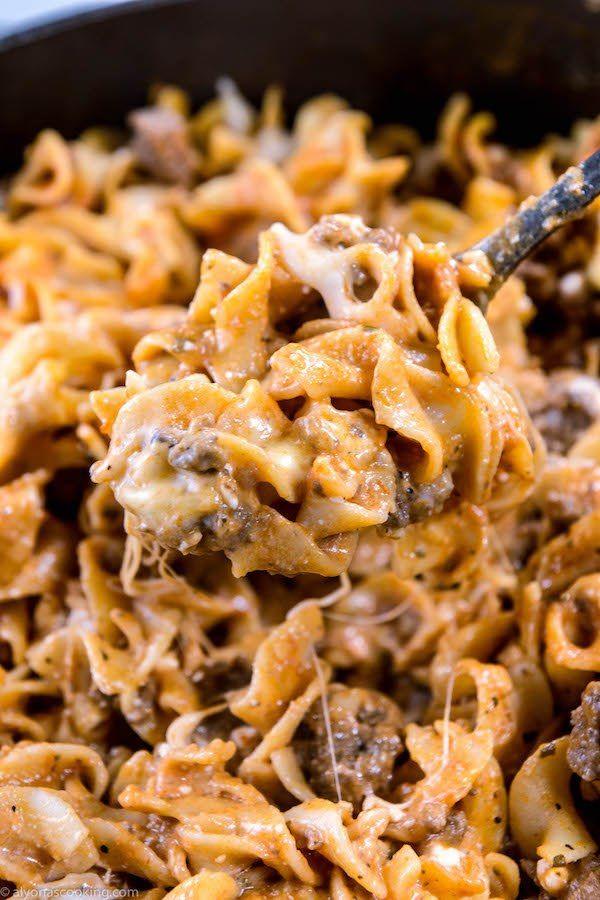 Easy One Pan Beef Stroganoff Sour Cream Egg Noodles Recipe Beef Stroganoff Sour Cream Beef Stroganoff Egg Noodles