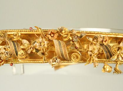 Details of the gold diadem, found in the tomb degli Ori, in Canosa (Cari)MARTA :: Museo Nazionale Archeologico di Tarantoc.a 2nd-4th century B.C.