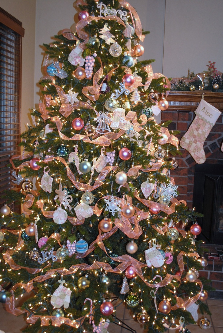 Pretty Pink Christmas Tree!