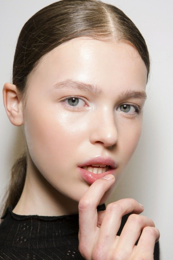 How To Get Skin So Glowy It's Insane By Makeup Pro Andrew Gallimore - http://www.popularaz.com/how-to-get-skin-so-glowy-its-insane-by-makeup-pro-andrew-gallimore/
