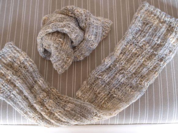 8号と10号の棒針を使用しています上下とも8号針にて約2センチの一目ゴム編みをしています。間は10号針で2目ゴム編みをゆるく編んでいます。毛糸自体のふわっと感...|ハンドメイド、手作り、手仕事品の通販・販売・購入ならCreema。