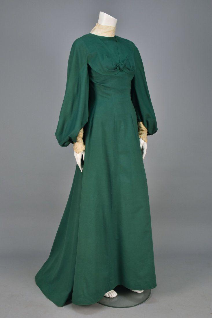 WORTH TRAINED WOOL WALKING DRESS, c. 1902.