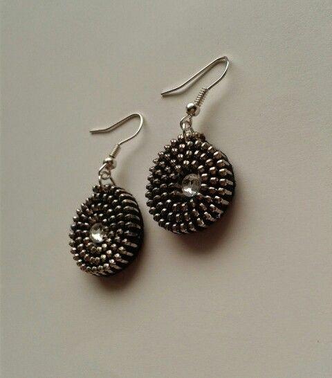 Zipper earrings.                  Kolczyki z zamków błyskawicznych