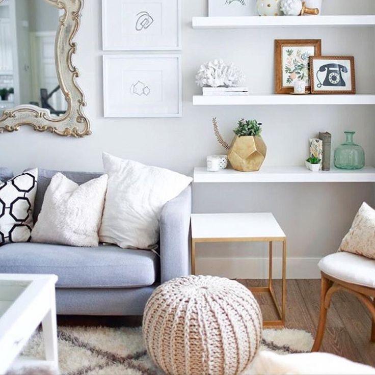 Mensole sopra divano idee per la casa - Altezza quadri sopra divano ...