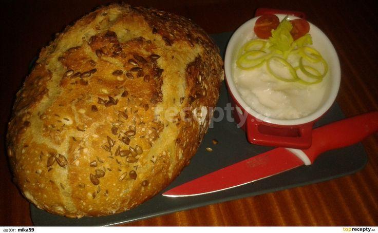 Po 8-12ti hodinách (ale třeba i po 6ti,všechno je to o teple pro to těsto a jak hutný nebo nadýchaný chléb preferujete) Těsto vyndáme na...