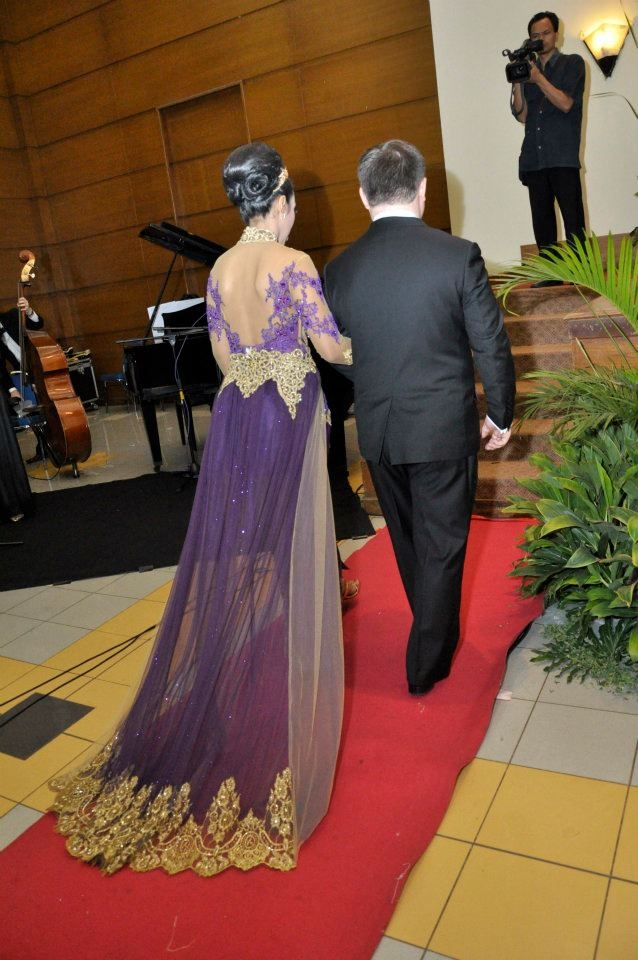 Indonesian Kebaya weding dress
