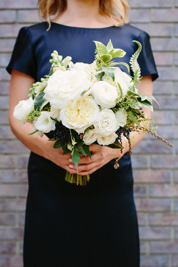 Elegant navy and gold wedding | Photo by Shane and Lauren Photography | Read more - http://www.100layercake.com/blog/?p=83233