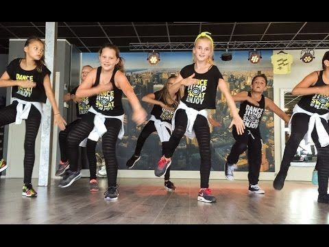 Kids can totally do this one!!!  Can't stop the feeling - Justin Timberlake - Easy kids dance choreography - YouTube - Tap the pin if you love super heroes too! Cause guess what? you will LOVE these super hero fitness shirts!