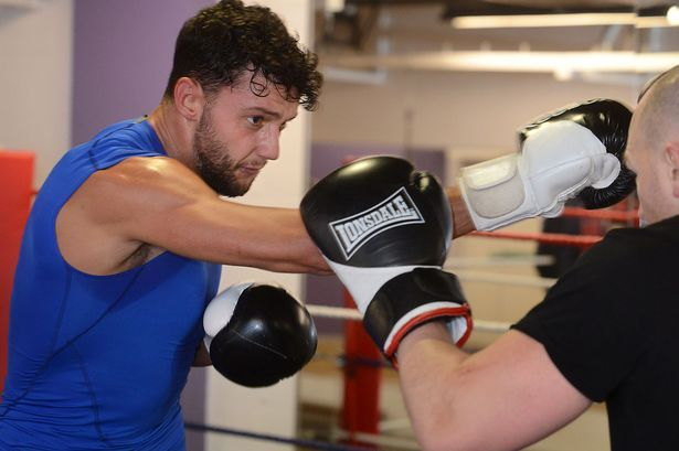 Former Stockport County player Matty Mainwaring to make professional boxing debut - Manchester Evening News