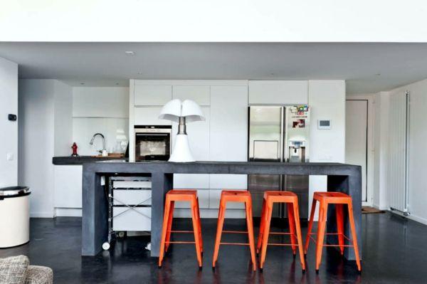 tabouret de bar coloré, tabourets rouge et une cuisine design industriel