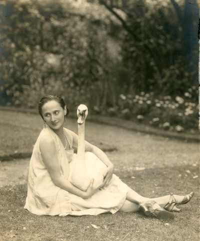 Anna Pavlova with her pet swan Jack at Ivy House