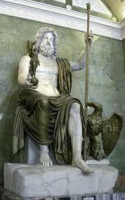 C'est une sculpture de Zeus. Elle a été faite en marbre cassée et en bronze. Elle est conservé au Hermitage Museum à St Petersburg en  Russie. Zeus, dieu suprême des Grecs, est l'époux d'Héra. Il est le dieu du ciel et son symbole est l'éclair. Il est souvent repésenté avec un aigle.  Oscar & sarah